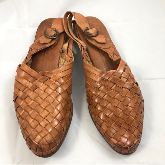 9f6f868dc22e Vintage 90s Leather Woven Mules 9. M 5c85b5217386bc365df8dc1f
